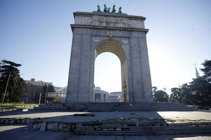 The Victory Arch in Madrid's Moncloa district honors the entry of Franco's troops into the city.