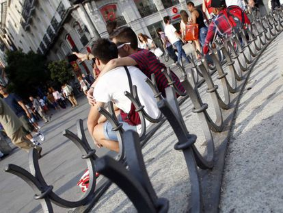 Weary tourists will now be able to take the weight of their feet in the Puerta del Sol.