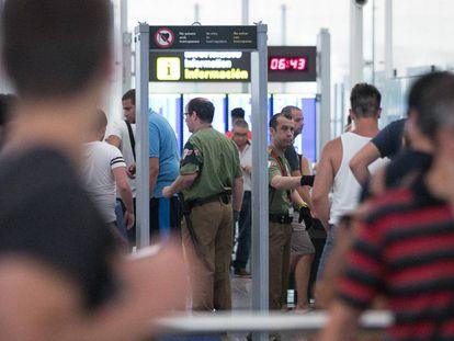 Long security lines at El Prat on Sunday