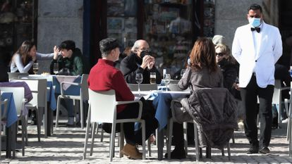 Rules for how many people may sit at tables in Madrid bars and restaurants have just been changed.