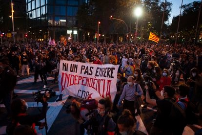 Several hundred people took to the streets to protest Quim Torra's ban from public office.