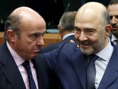 Spanish economy minister Luis de Guindos and EU economic commissioner Pierre Moscovici in January.